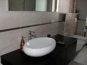 devi rifare il bagno facciamo tutto in una settimana dagli impianti ai pavimentimontaggio e fornitura sanitari tutto al prezzo bomba di 500000